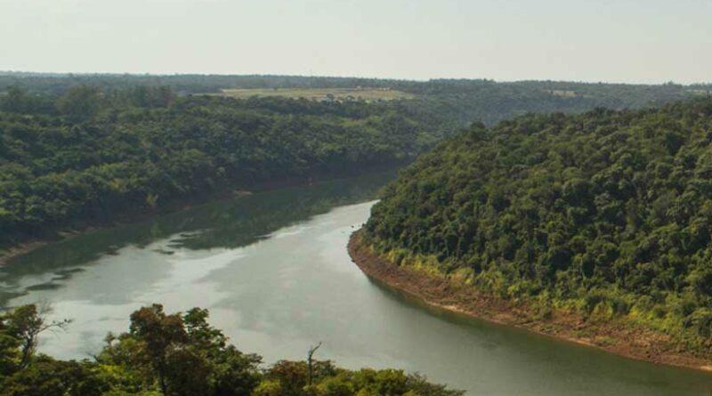O Rio Iguaçu está povoado de portos clandestinos - Foto: Marcos Labanca/H2FOZ