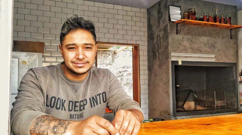 Rafael Oliveira Leite optou por abrir uma lanchonete após quase 15 anos de carteira assinada. - Foto: Marcos Labanca