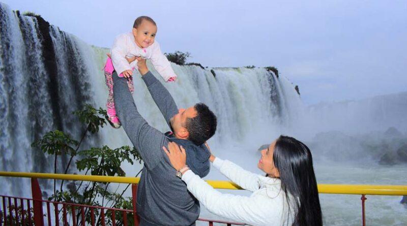 A alegria é uma marca presente entre os turistas que visitam o parque - Foto: Alexandre Soto